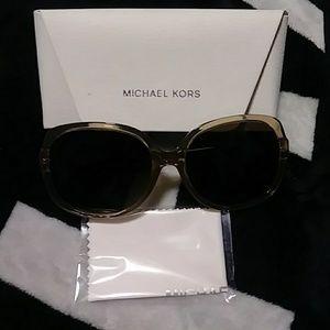 Nwot Michael Kors authentic sunglasses w case